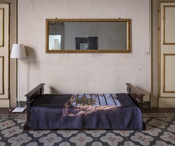 Filigrana: Stefano Arienti, Grata, 2019, stampa digitale su microciniglia, cm 153,5 x 208,5; courtesy l'artista. Ph. Rolando Paolo Guerzoni 2020.